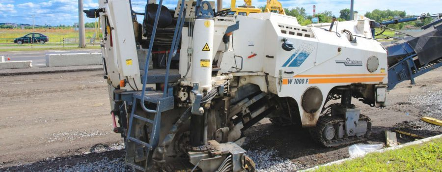 A milling machine in Houston TX working on the side of the road -Asphalt Milling Services in Houston TX - PavingRite Construction
